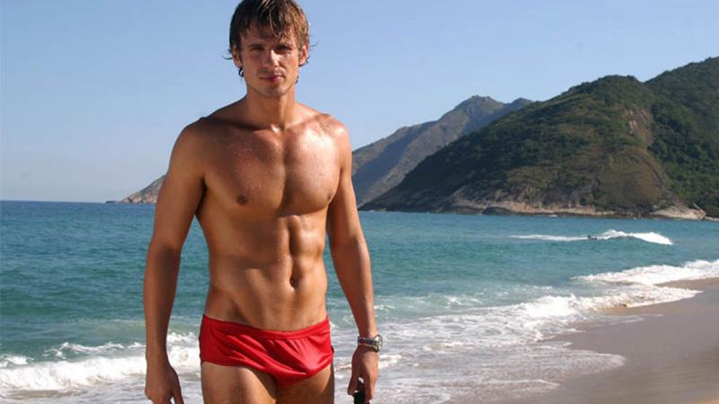 сексуальные парни на пляже фото